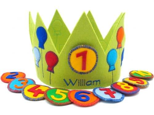 Geburtstagskrone mit Luftballons in grün